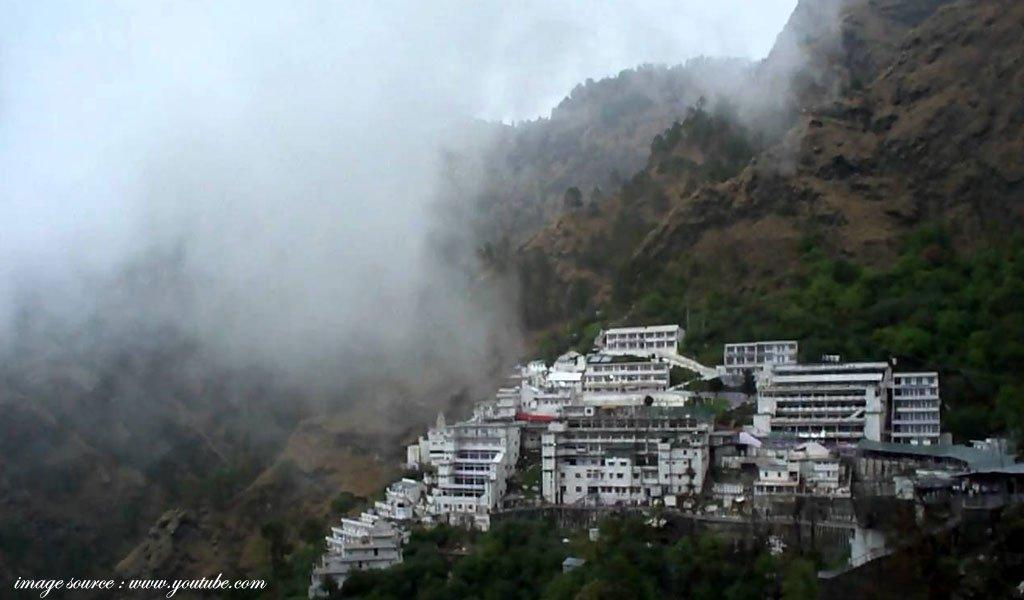 famous hindu religious places in india : Vaishno-Devi-Shrine