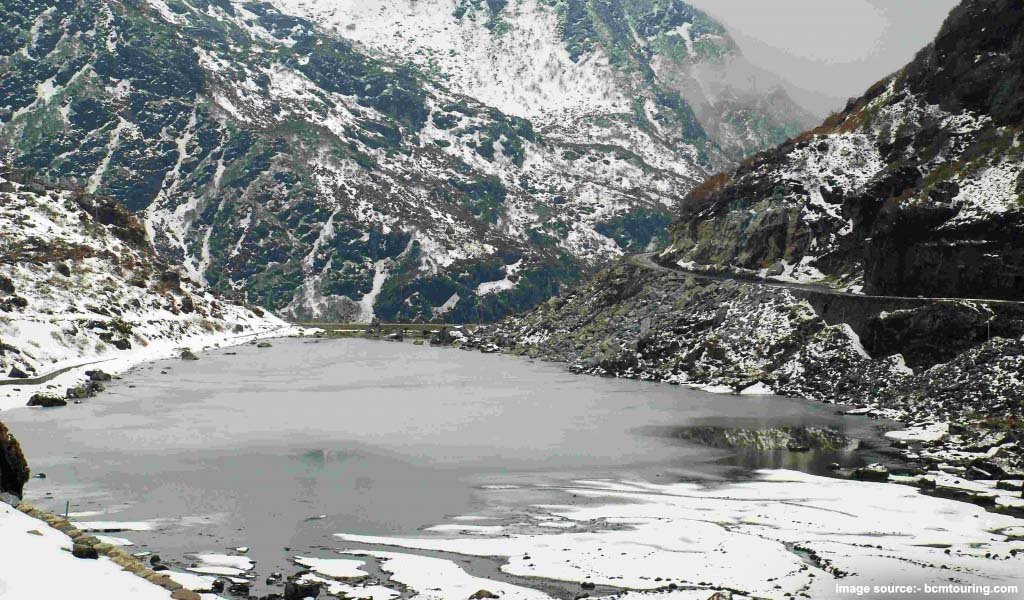 Top 5 Frozen Lakes in India, holamu Lake, Sikkim