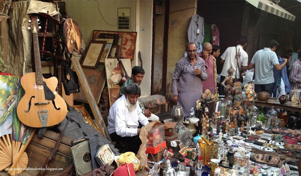 10 most colorful bazaars of India : Chor Bazaar Mumbai
