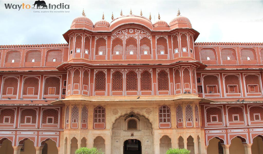 Best Tourist Places In India : Jaipur Hawa Mahal