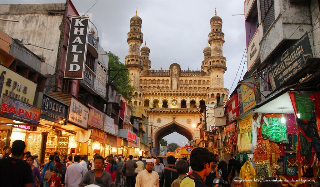 10 Most Colourful Bazaars in India : Laad Bazaar Hyderabad