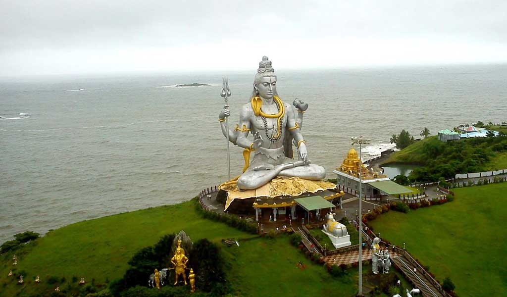 10 Thrilling Places Near Bangalore : Murudeshwara