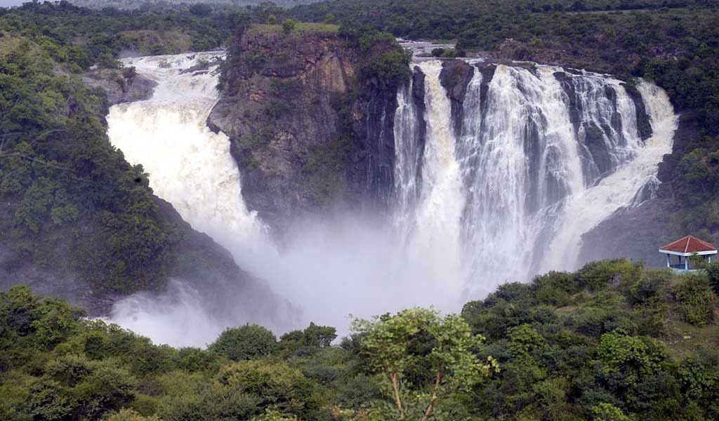 10 Thrilling Places Near Bangalore : Shivanasamudra Falls