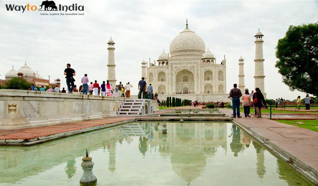 Best Tourist Places In India : Taj Mahal