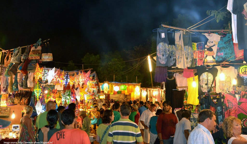 10 Most Colourful Bazaars in India : Arpora night bazaar in Goa