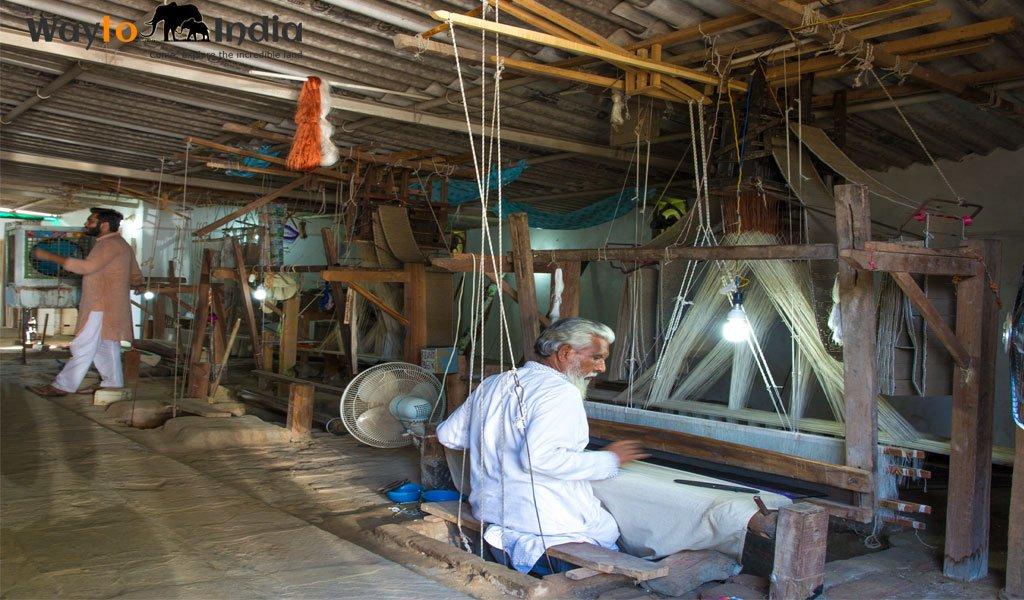 Banarasi Silk Saree : Must do things in Varanasi
